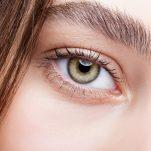 ΑΥΤΗ είναι η πιο αποτελεσματική ρουτίνα περιποίησης των ματιών σου «Πόδι της χήνας», μαύροι κύκλοι και σακούλες.