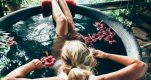Μπάνιο Ή Nτους; Ποιο Από Τα Δύο Είναι Καλύτερο Για Την Ψυχοσωματική Μας Υγεία & Γιατί