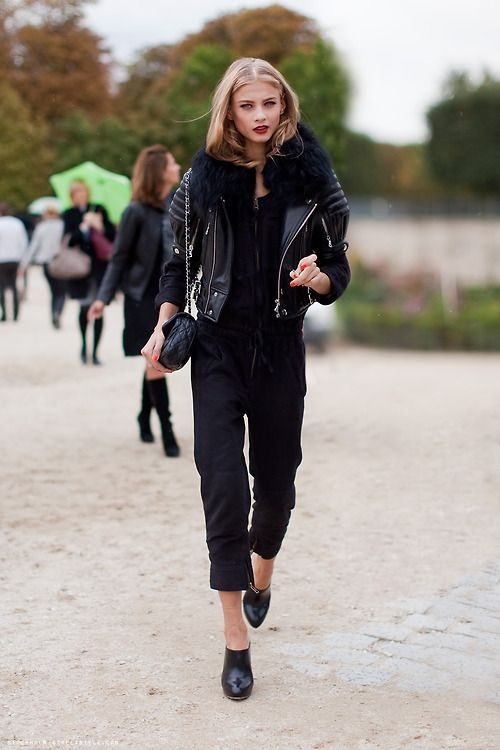 e6c88fce8756 Γιατί κάποιοι άνθρωποι επιλέγουν να φορούν μαύρα ρούχα στην καθημερινότητά  τους  Οι ψυχολόγοι απαντούν
