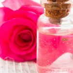 Beauty DIY: Τόνωσε την επιδερμίδα σου με ένα καταπραϋντικό σπρέι από αλόη και ροδόνερο!