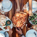 Τι να κάνω όταν τρώω πολύ; Να πώς θα ξεπεράσεις το food hangover