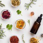 Ποια βότανα λειτουργούν ως φυτικά φάρμακα και για ποιες παθήσεις να τα προτιμήσεις