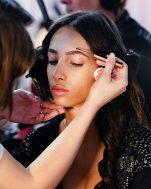 4 makeup tips που θα σε κάνουν να δείχνεις νεότερη