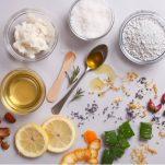 Λάδι καρύδας, jojoba, argan: Μάθε τι προσφέρουν τα 10 πιο γνωστά φυτικά συστατικά καλλυντικών