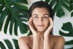Skincare: 7 συνήθειες που πρέπει να υιοθετήσετε πριν τα 40