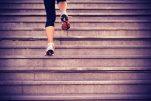 Πώς θα μείνεις για πάντα νέα και υγιής και πως θα κάνεις συγκλονιστικά οπίσθια ανεβαίνοντας τις σκάλες