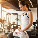 Gym shame: Φοβάσαι να πας γυμναστήριο επειδή θα σε «κρίνουν»; Τι λέει η ειδικός;