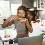 Συναισθηματική υπερφαγία: Μήπως τρως υπερβολικά και δεν ξέρεις γιατί;