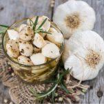 Έφτιαξες σκόρδο με μέλι; 2 τονωτικές συνταγές κατά της γρίπης με βάση το σκόρδο!