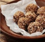 Μπάλες σοκολάτας με αμύγδαλο χωρίς ζάχαρη (μπάλες ενέργειας σαν vegan τρουφάκια!)