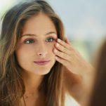 Μαύροι κύκλοι στα μάτια; Η σωστή αντιμετώπιση σύμφωνα με τη δερματολόγο