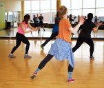 Πώς τέσσερις χορευτικές κινήσεις μπορούν να σε κάνουν να γυμναστείς κα να ιδρώσεις