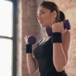 Πώς να χάσετε το λίπος από τα χέρια: Προπόνηση 5 λεπτών για γράμμωση και τόνωση