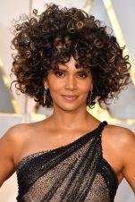 Πώς να πετύχεις το τέλειο afro look στα μαλλιά σου.