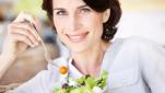 Τρεις διατροφικές αλλαγές που όλες οι γυναίκες άνω των 50 οφείλουν να κάνουν